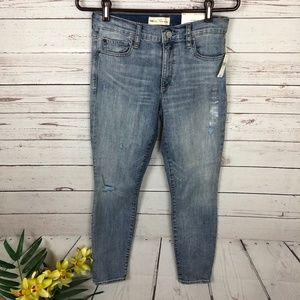 NWT Gap True Skinny Distressed Jeans - V6